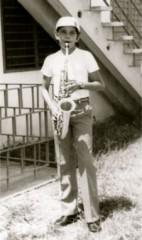 Leo toca el Saxo